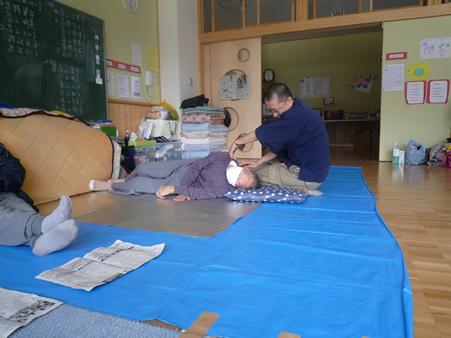 遠藤喨及 避難所で指圧